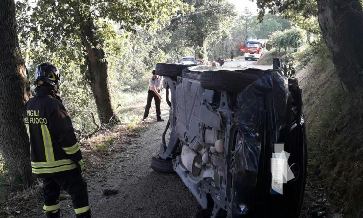 Tolentino, perde il controllo dell'auto e si ribalta: vicesindaco Luconi trasportata a Torrette in eliambulanza (Video e Foto)