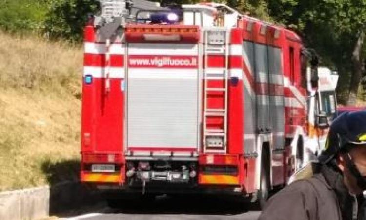 Finisce fuori strada sull'A14: muore un 71enne fermano