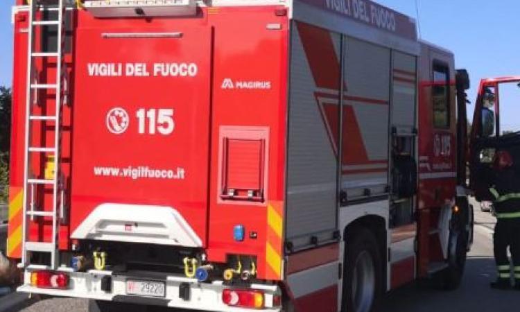 Incendio in una abitazione ad Apiro: anziana tratta in salvo