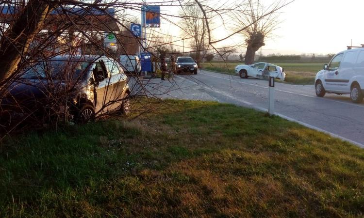 Montecassiano - Scontro frontale tra due vetture (Foto)