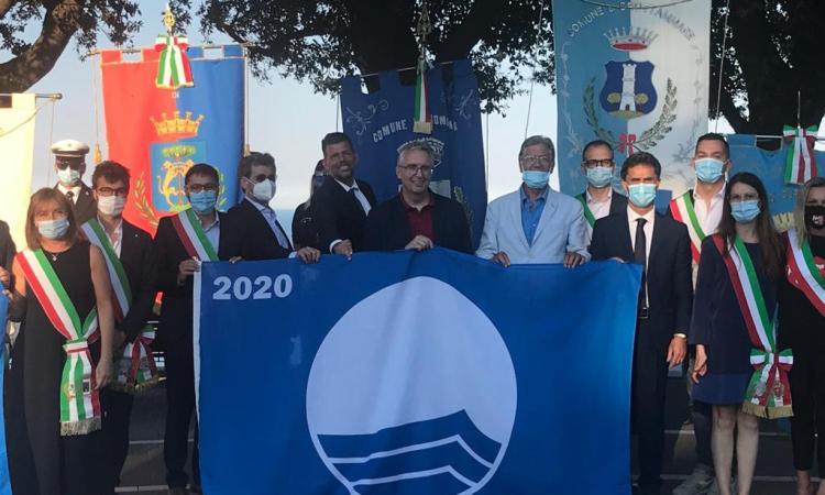 """Consegnate le 15 Bandiere blu delle Marche: """"Garanzia di qualità e di vacanza sicura"""""""