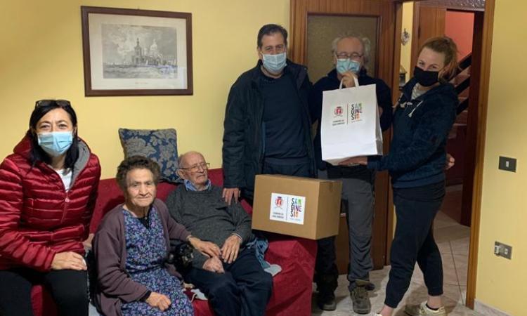 San Ginesio, parte la consegna dei pacchi alimentari: il sindaco bussa alla porta dei cittadini
