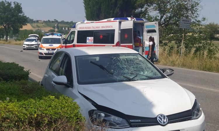 Macerata, investimento in via Bramante: strada chiusa al traffico, interviene l'eliambulanza (FOTO e VIDEO)