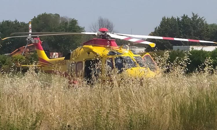 San Severino, incidente lungo la provinciale: motociclista trasferito d'urgenza a Torrette