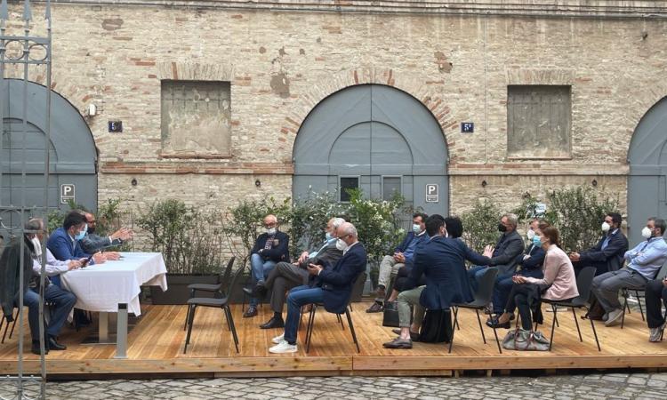 """""""Ricalcare il modello Macerata e Marche su tutto il territorio"""": il centrodestra si riunisce"""