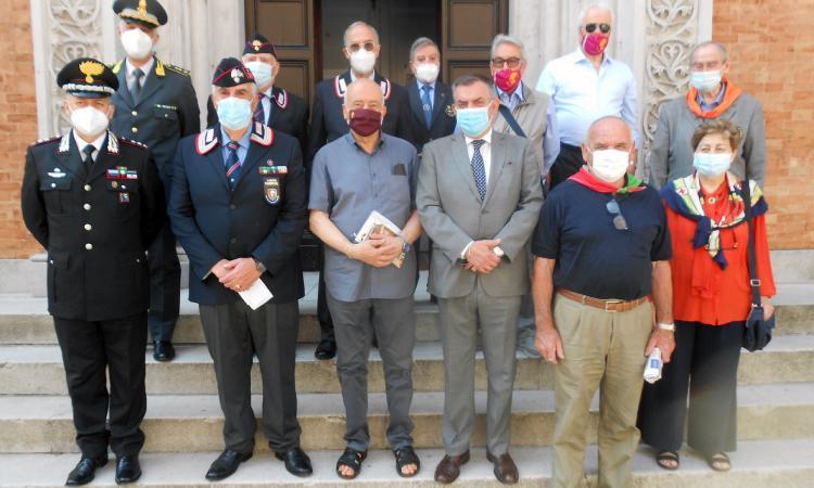 Bersaglieri e Carabinieri onorati a Macerata nell'anniversario della costituzione