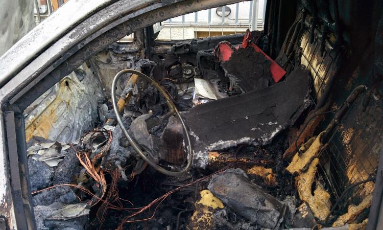 Civitanova: auto e furgone in fiamme nella notte