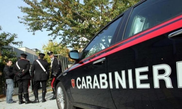 Scende in strada e si spara a 51 anni: tragedia a Poggio San Vicino