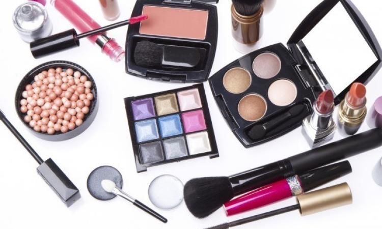 """Cosmetici cancerogeni, studio svizzero: """"Attenti al mascara"""". Problemi anche per gli eyeliner"""