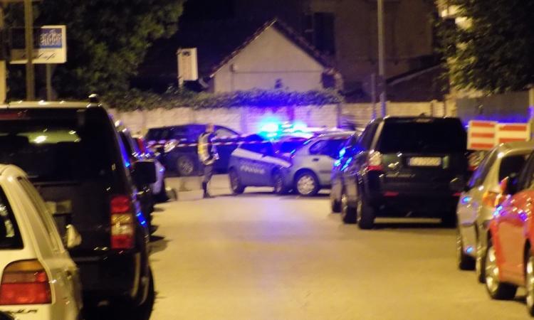 Caos a Civitanova: 35enne inseguito, speronato e ferito con un colpo di pistola ad aria compressa per un presunto debito non saldato