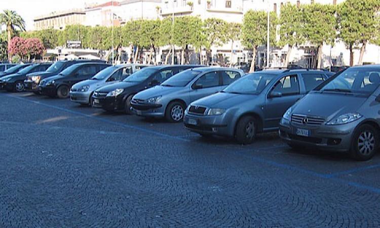 Civitanova, raffica di multe per la sosta, tranne in piazza