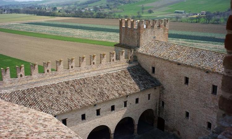 Tolentino, niente Sae: dalla Regione 6 milioni per realizzare 57 appartamenti vicino al Castello della Rancia