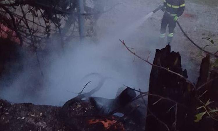 Incendio vicino al lago di Caccamo: decisivo l'intervento dei vigili del fuoco