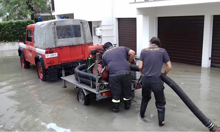 Maltempo, allagamenti a Scossicci: intervengono i vigili del fuoco