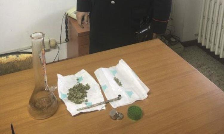 Appignano, gli trovano droga addosso e in casa: denunciato un giovane