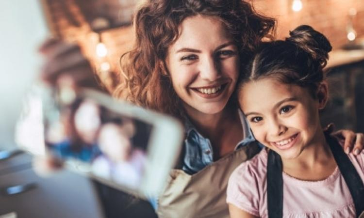 Sentenza Tribunale di Mantova: foto dei figli su Facebook solo con il consenso dell'altro genitore