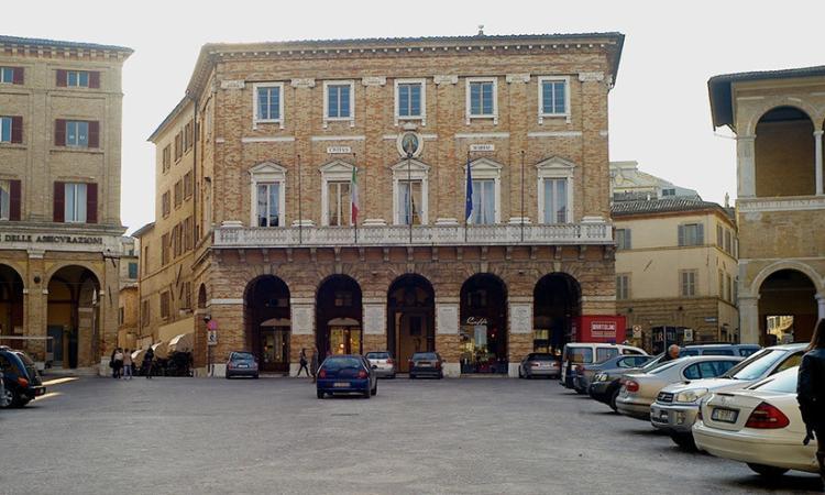 Macerata, Il palazzo comunale si veste di viola per la quarta giornata mondiale per la lotta al tumore al pancreas