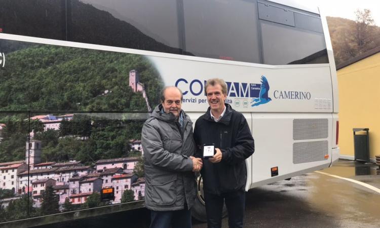 """I """"ritratti"""" dei comuni terremotati viaggiano sui bus Contram: la prima immagine è quella di Castelsantangelo"""