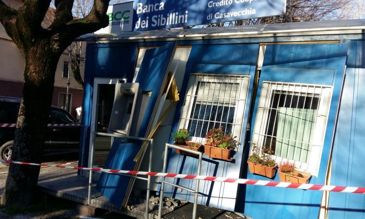 Assalto di Natale al bancomat: distrutto il container della Bcc dei Sibillini a Caldarola
