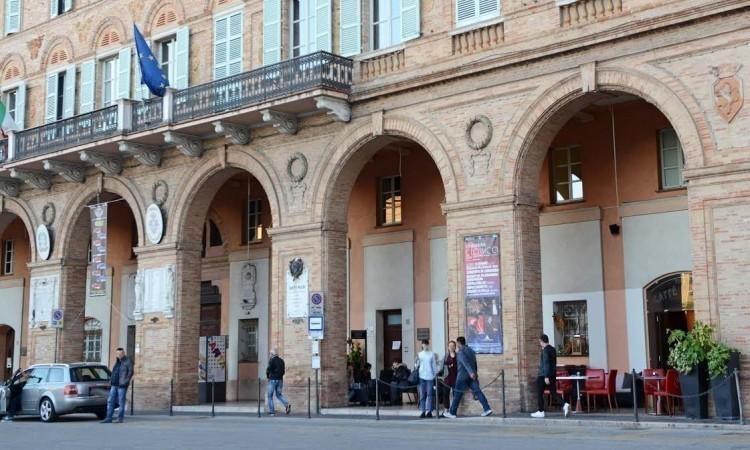 """Bagni pubblici, Civitasvolta: """"I problemi si risolvono affrontandoli e non chiudendoli a chiave"""""""