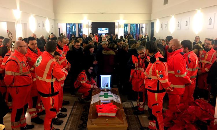 Civitanova, lacrime e commozione per l'ultimo saluto ad Andrea Binanti