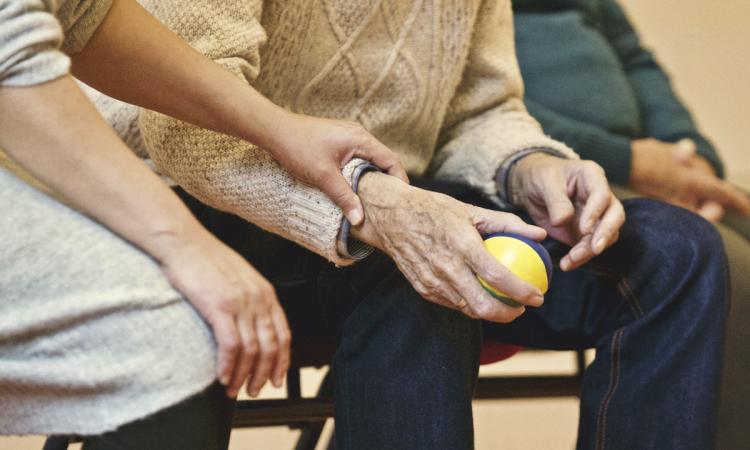 """Marcozzi (FI): """"Più tutele per gli anziani non autosufficienti ospiti di strutture di assistenza"""""""