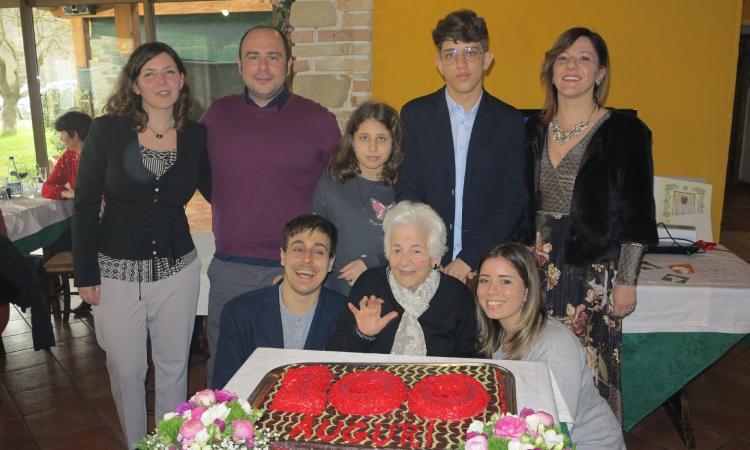San Severino, festa e solidarietà per i 100 anni di Laura Perticarari