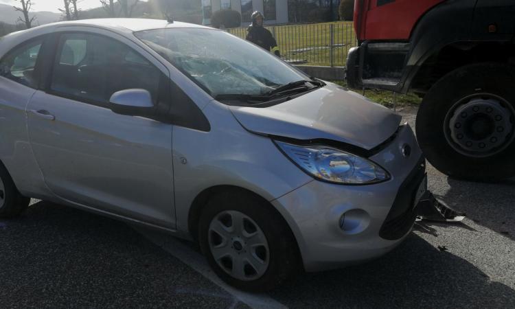 Tamponamento sulla provinciale 361, feriti marito e moglie: la donna trasferita ad Ancona, è grave
