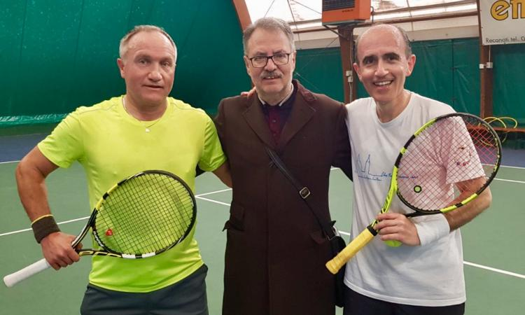 Torneo di tennis per vescovi e sacerdoti: vince chi serve!