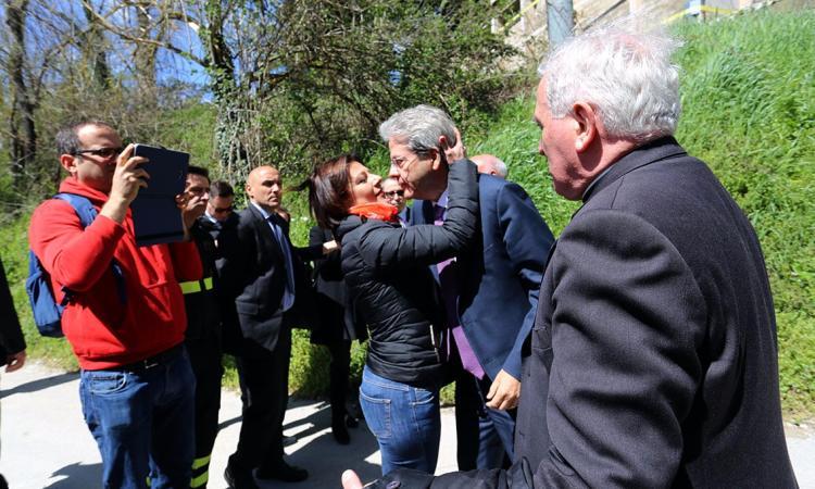 """Gentiloni apre alle richieste dei sindaci: """"Verificheremo se per i Comuni più colpiti dal sisma possano esserci norme particolari"""""""