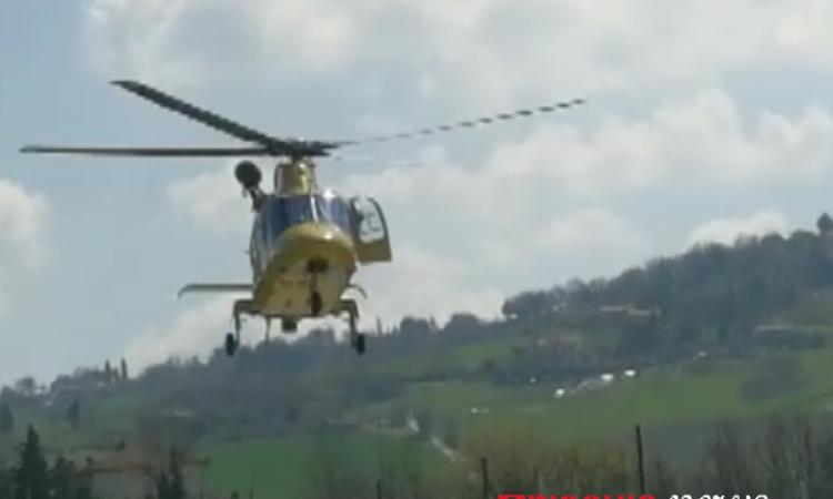 Bolognola, perde il controllo della moto e si schianta: trasportato a Torrette in gravi condizioni
