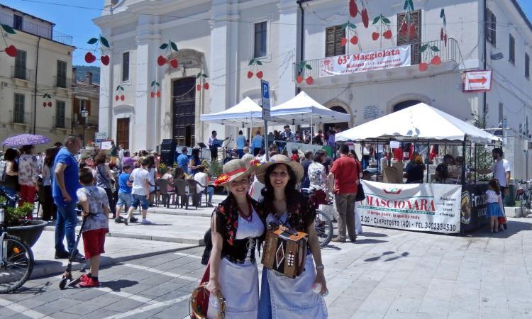 """""""Li matti de Montecò"""" portano il folklore marchigiano alla sagra delle ciliegie in Abruzzo"""