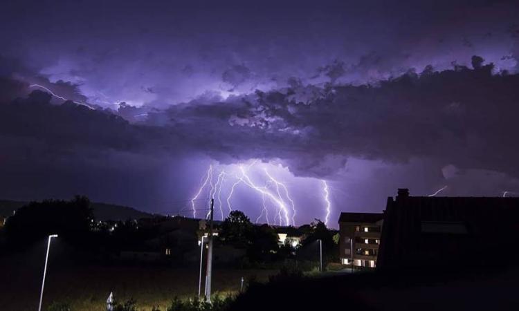 Le spettacolari immagini del temporale su Civitanova negli scatti di Francesco Capitani