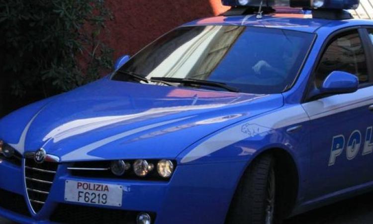 Macerata, colpito da infarto prova a raggiungere l'ospedale da solo in auto: salvato dalla polizia
