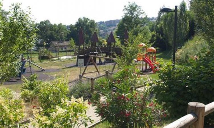 Macerata, ancora controlli nei parchi: trovati involucri di marijuana e hashish a Fontescodella