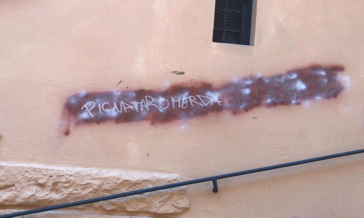 Nuove scritte a Macerata contro il questore Pignataro: indaga la polizia