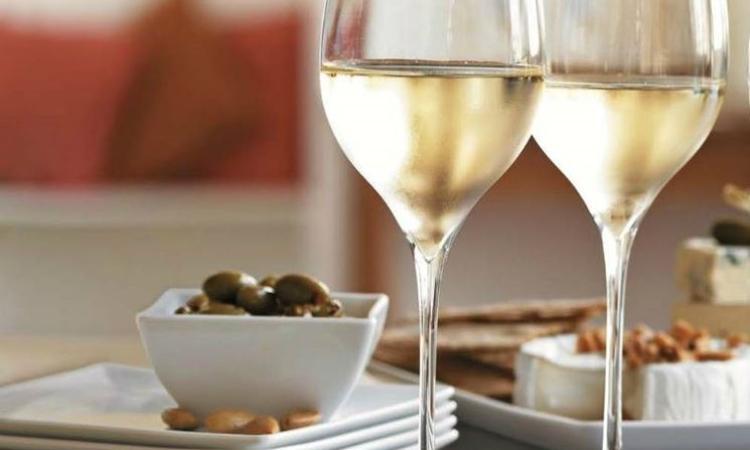 Vino, export: i Bianchi italiani meglio dei francesi