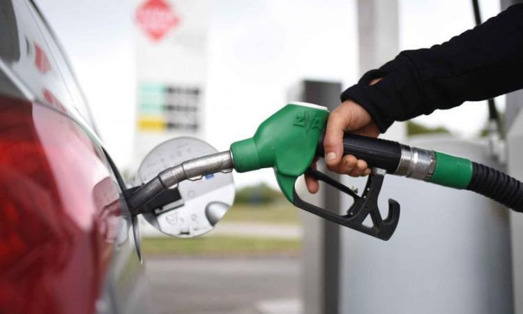 Via l'imposta regionale sulla benzina nelle Marche