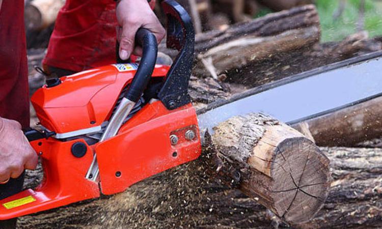 San Severino: incidente mentre taglia la legna, il ferito trasportato a Torrette