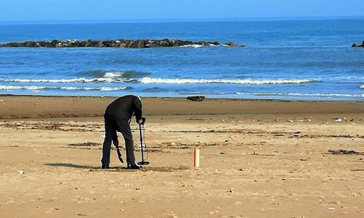 Perso dei preziosi in spiaggia la scorsa estate? Forse ce l'hanno loro...