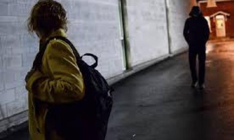 Aggredisce l'ex convivente: un 29enne finisce ai domiciliari