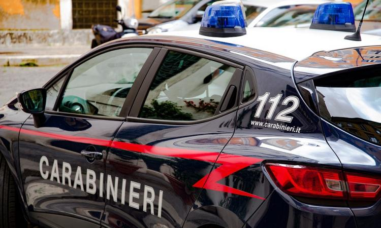 Sfondano una portafinestra, da Mosca chiamano i Carabinieri