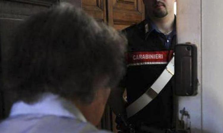 Truffa anziani spacciandosi per carabiniere: arrestato 67enne