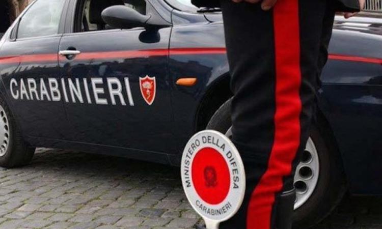 Senza cintura e con i telefonini in mano: raffica di sanzioni dei Carabinieri lungo la costa