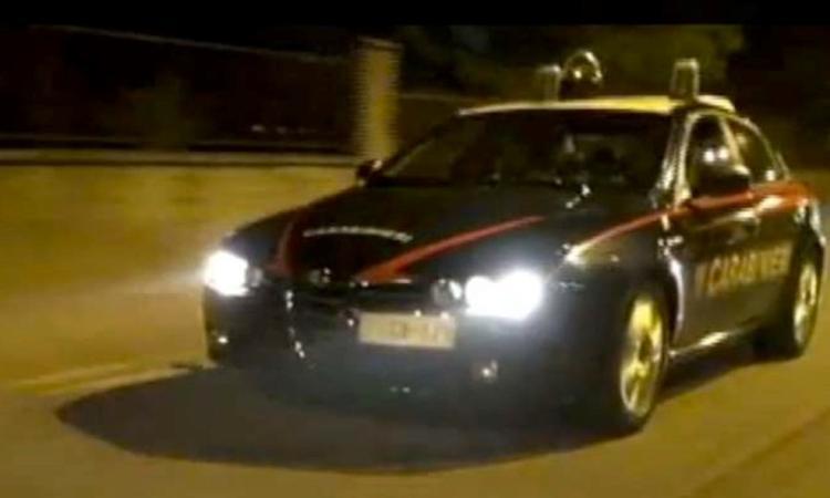 Rapina a mano armata in una ditta di spedizioni: inseguimento in autostrada, 5 arrestati