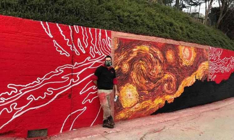 Montecosaro, il murale davanti la chiesa del 1400 che divide i cittadini