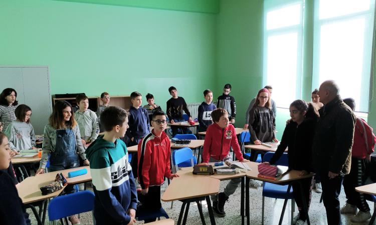 Il Sindaco Giuseppetti in visita alla nuova scuola di Caldarola (FOTO)