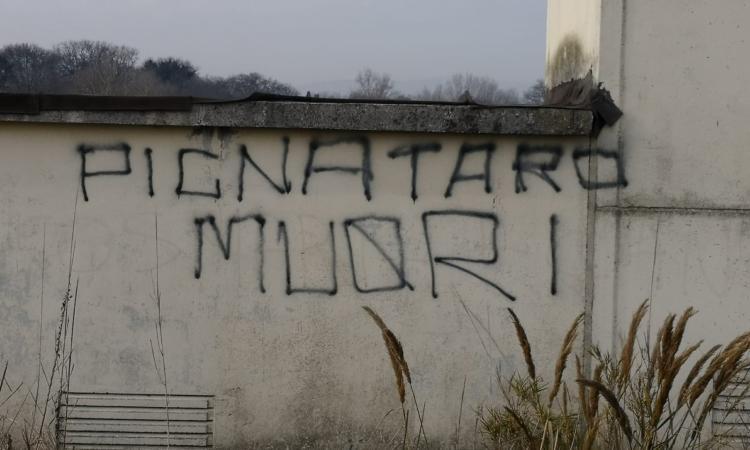 """Tolentino, continuano le scritte contro il questore: """"Pignataro muori"""""""