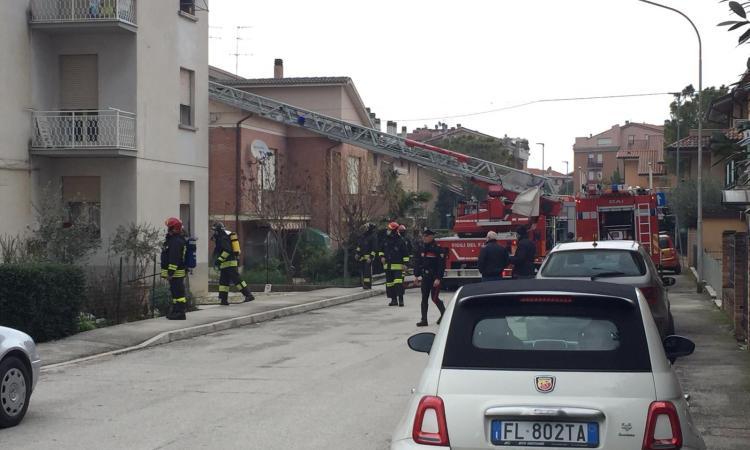 Sforzacosta, scoppia l'incendio in un'abitazione: tratto in salvo un bambino (FOTO)