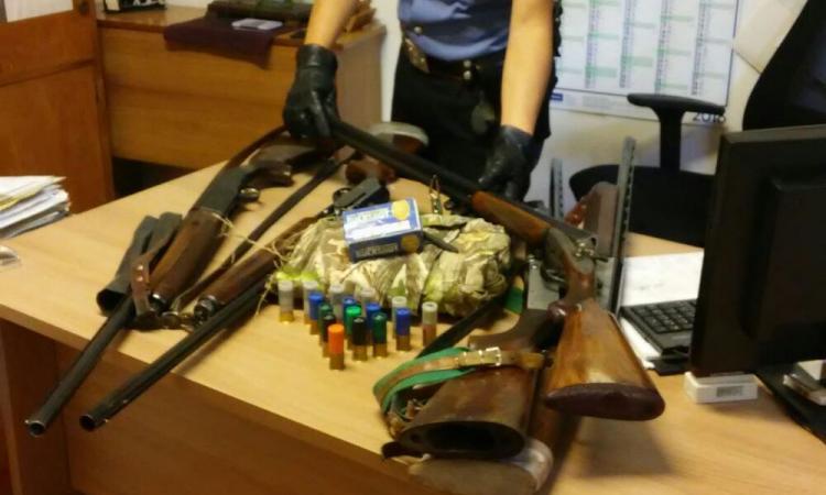 Custodisce un fucile in casa e non lo denuncia: 61enne scovato dai carabinieri